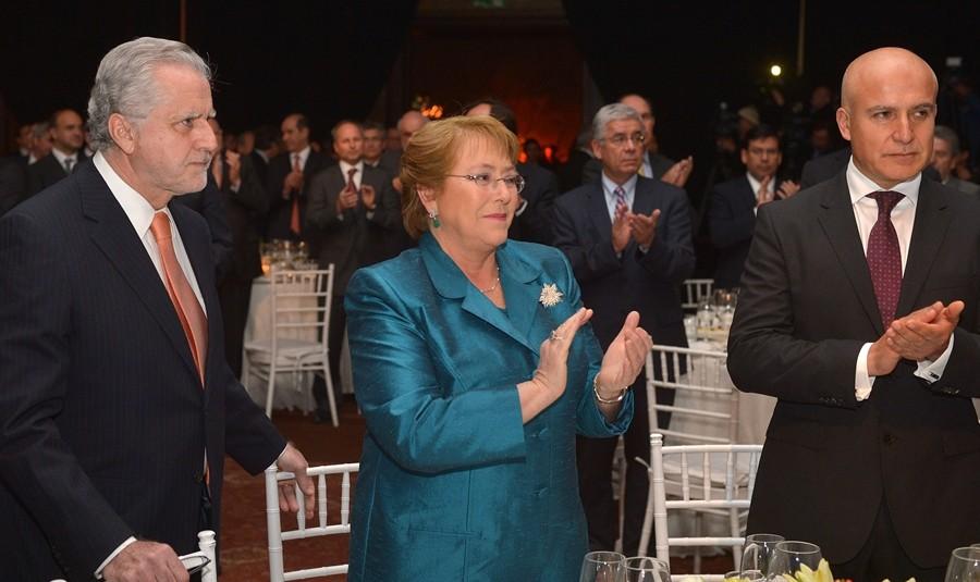 Presidenta-Bachelet-Cena-de-la-energia-2014-900x535